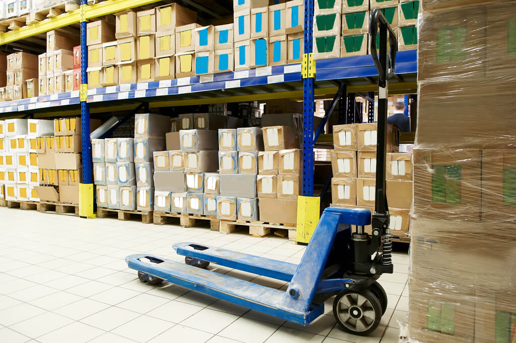 Software for inventory and warehouse management helps determine the right inventory levels