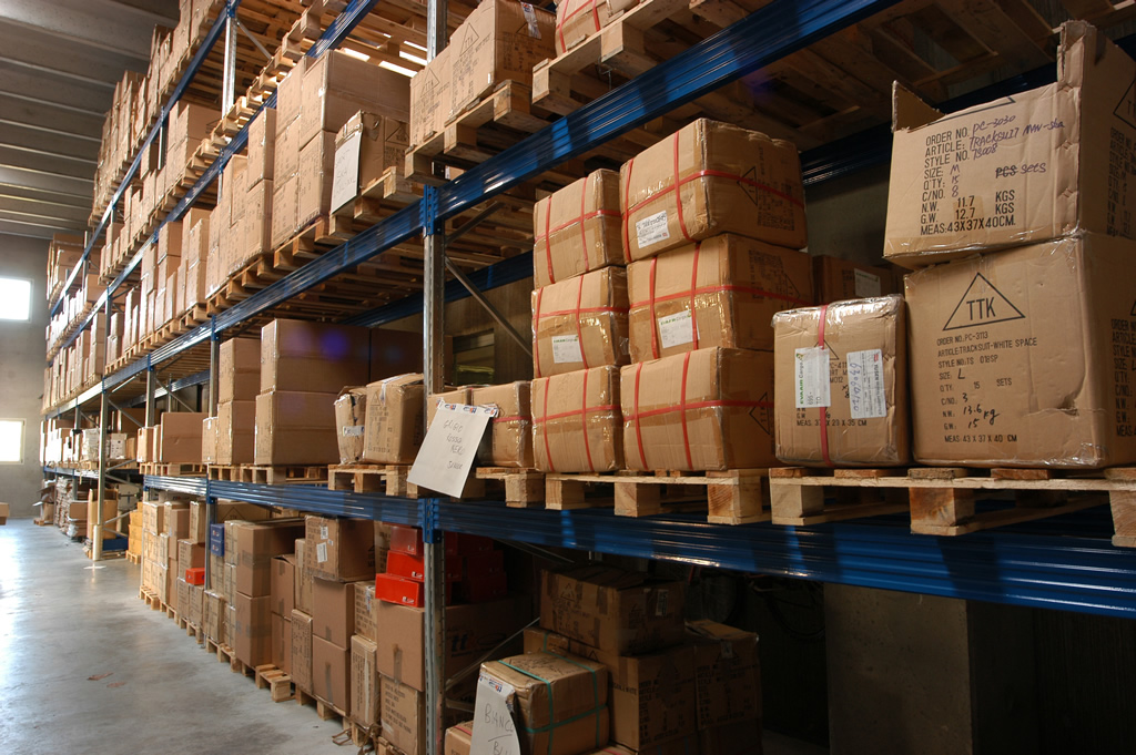 What features should inventory and warehouse management have?